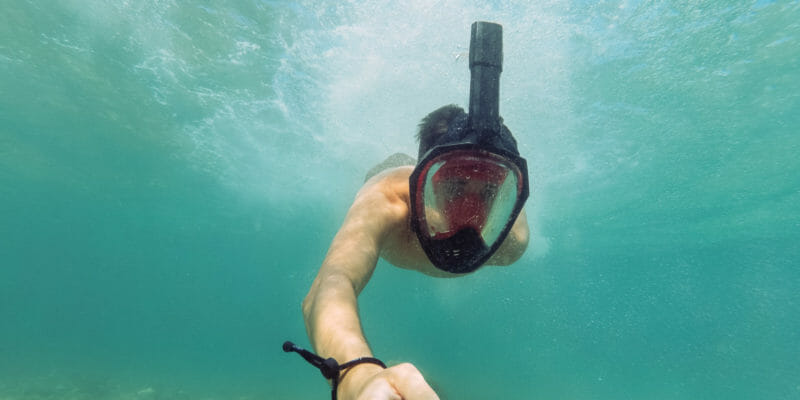 full face snorkel mask diver selfie photo