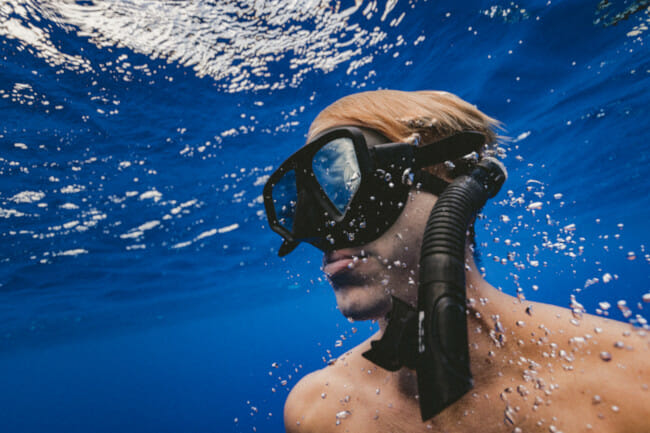 freediver underwater with mask